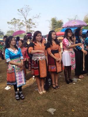 Frauen in typischen Hmong Trachten